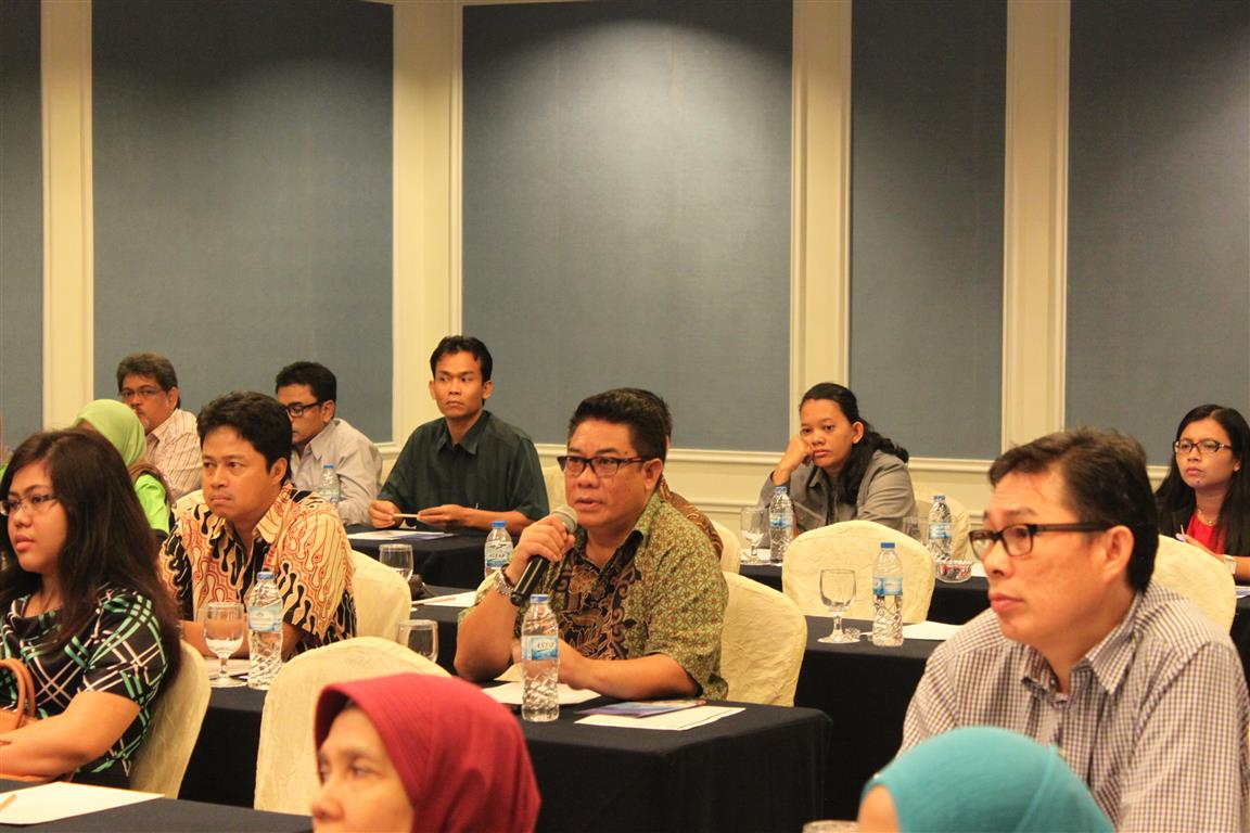Representative from one of the industrial estate in Batam raised a question for the panelist during Q&A session.