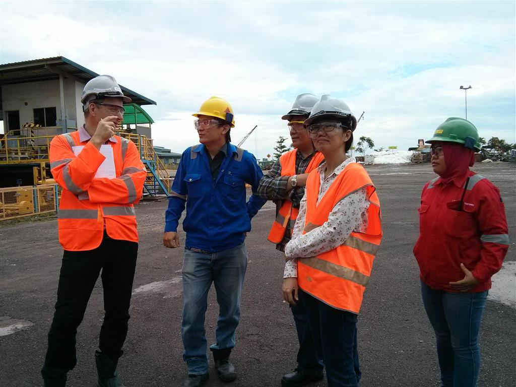 Rene Van Berkel, Ph.D. and trainee experts responsible in an oil and gas pipe manufacture, received explanations from the coordinators during the plant walk through.