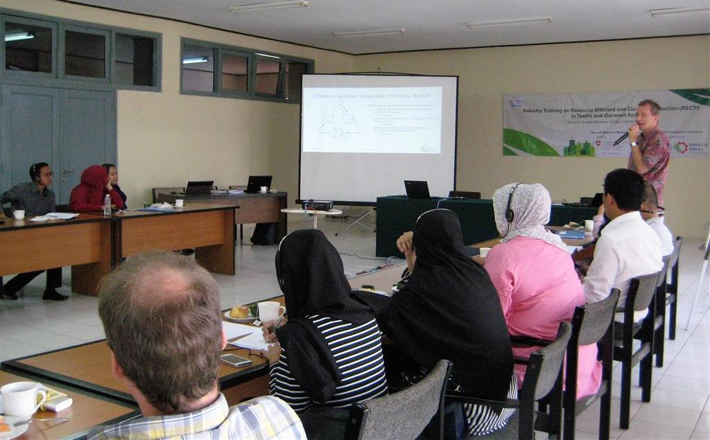 Mr. René Van Berkel of UNIDO delivered an introductory training on RECP methods for textile and garment factories, Bandung, 5 September 2016.