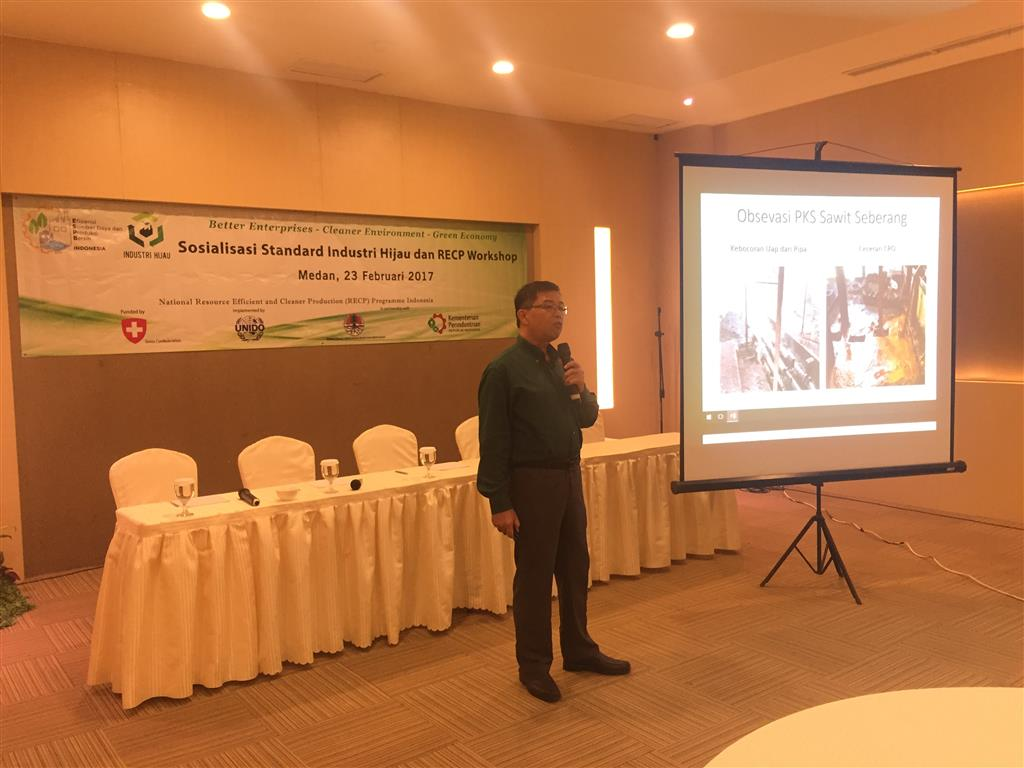 Mr. Ishman Sibuea from PT. Perkebunan Nusantara II shared RECP challenges and its implementation in palm oil factory. Medan, 23 February 2017.