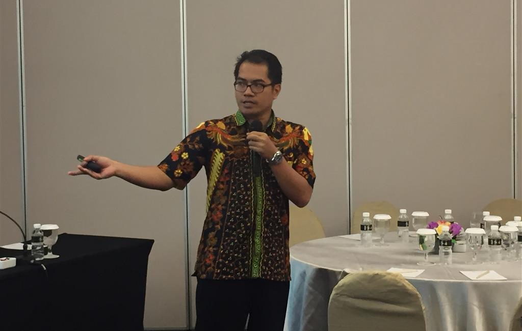 Mr. Edwin Risananto presented RECP implementation in Sugar Factory, Tjoekir. Surabaya, 16 February 2017.