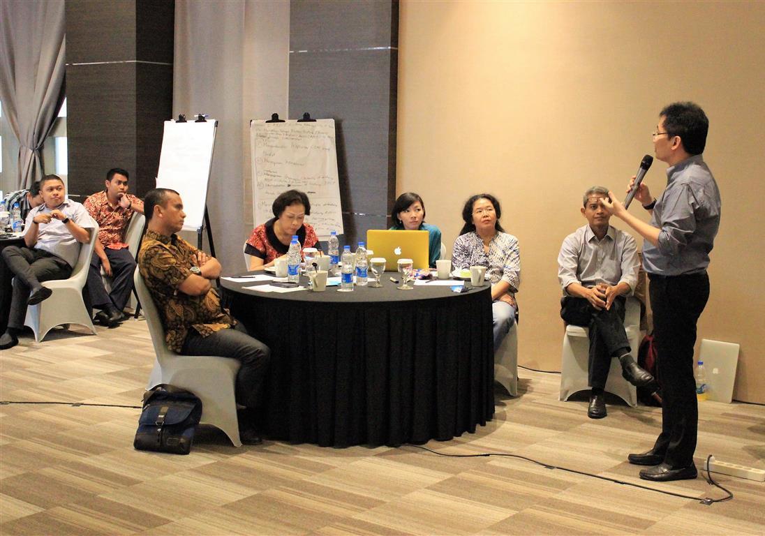 Mr Timotheus Lesmana explaining the master plan of Indonesia RECP Experts Pool. Bandung, 07 November 2016