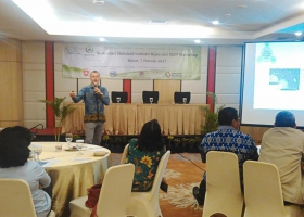 Mr. Rene Van Berkel shared his international experience highlighting that RECP presents a business opportunity. Bekasi, 7 February 2017