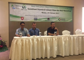 Mr. Bambang Heru from University of Indonesia giving detail explanation of GIS for palm oil. Medan, 23 February 2017.