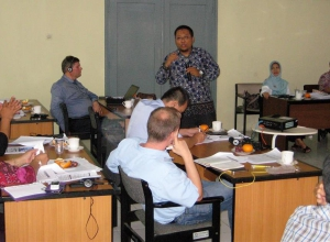 Mr. Aris NUGRAHANTO, UNIDO National Programme Coordinator on Energy Efficiency speaking about opportunities and benefits of energy management systems and utility system optimization. Bandung, 26-27 September 2016.